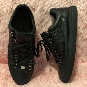 Other - Balenciaga mens Arena Black Low sneakers